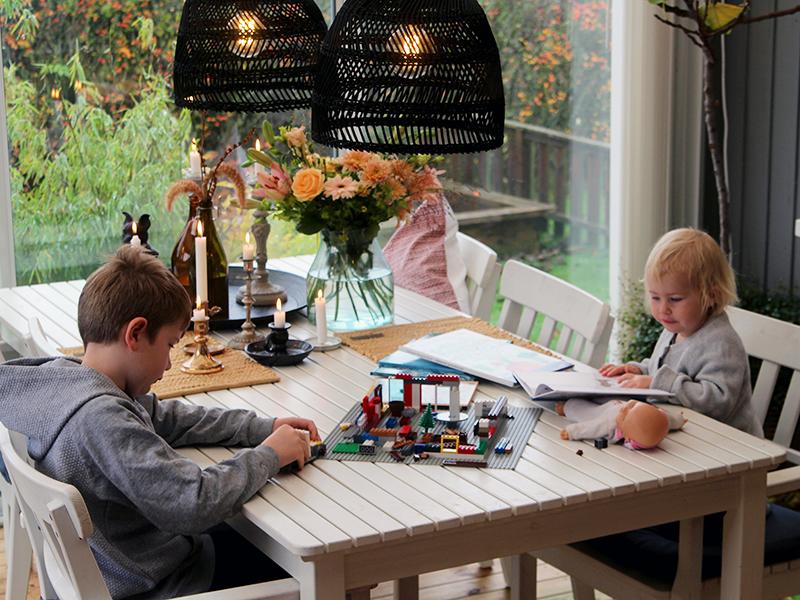 Efterårsferiehygge i udestuen med børnene